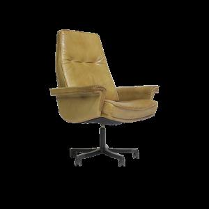 cadeira de escritorio nordica em couro